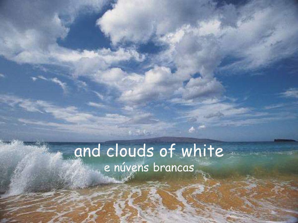 and clouds of white e núvens brancas