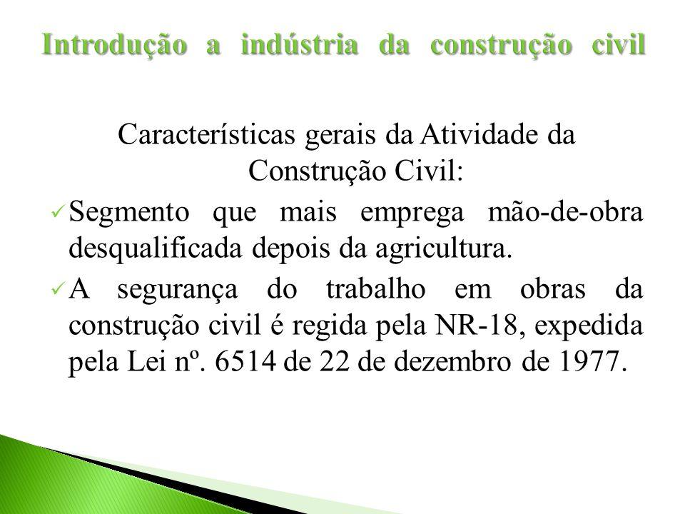 Características gerais da Atividade da Construção Civil: Segmento que mais emprega mão-de-obra desqualificada depois da agricultura. A segurança do tr