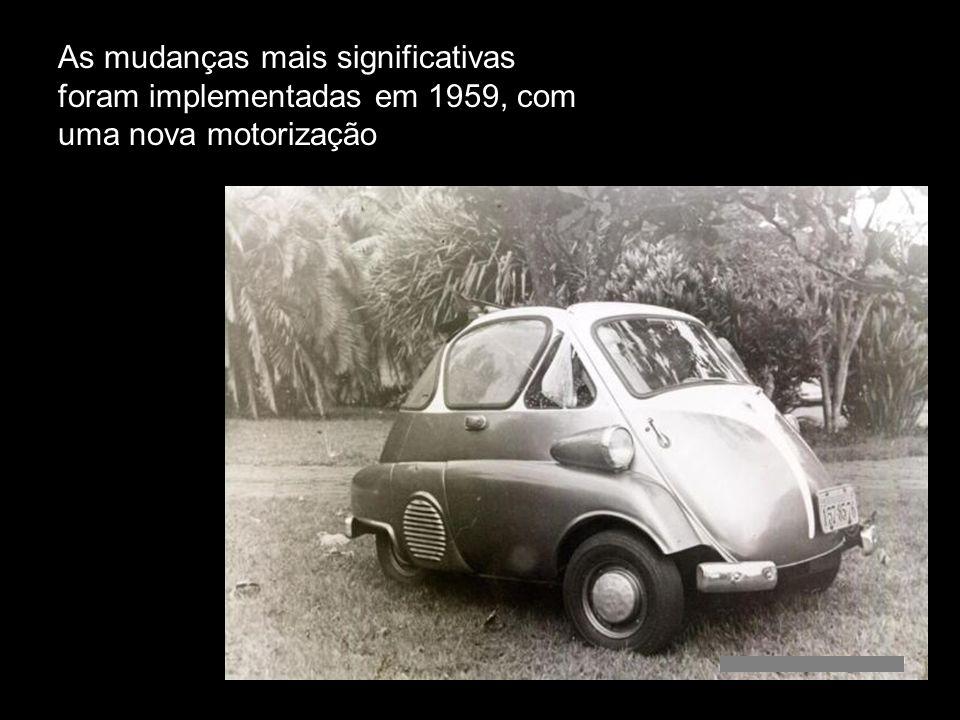 À partir de 1957 o veículo foi produzido com faróis nas laterais, acima dos pára-lamas e abaixo do quebra-vento O primeiro modelo lançado possuía faró