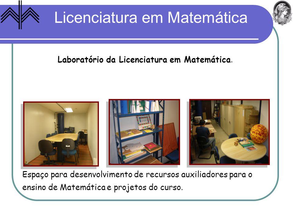 Laboratório da Licenciatura em Matemática. Espaço para desenvolvimento de recursos auxiliadores para o ensino de Matemática e projetos do curso.