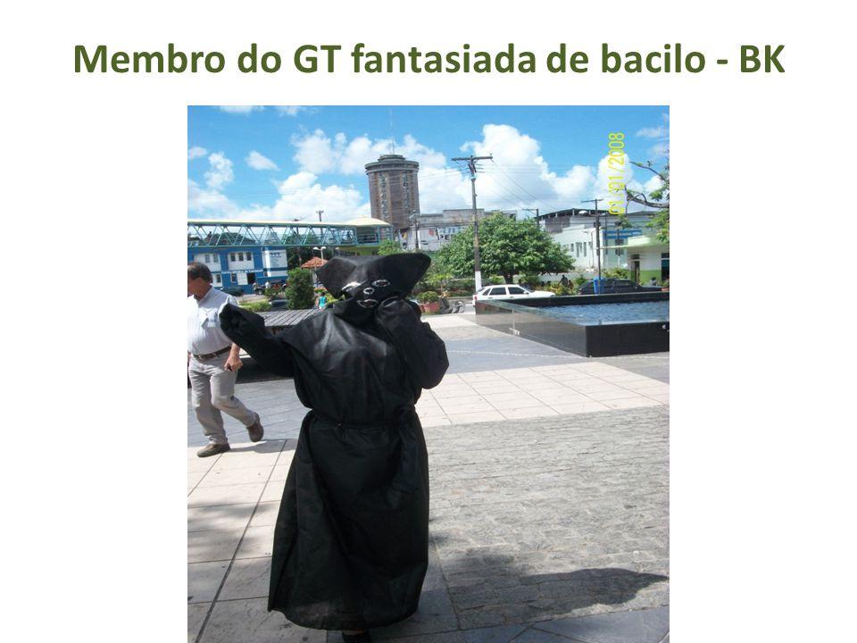Membro do GT fantasiada de bacilo - BK
