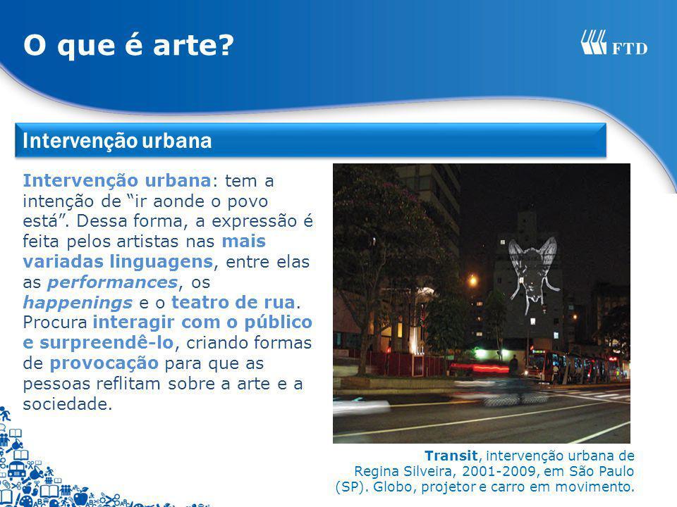 Transit, intervenção urbana de Regina Silveira, 2001-2009, em São Paulo (SP). Globo, projetor e carro em movimento. Intervenção urbana: tem a intenção