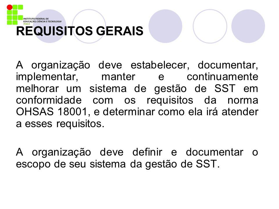IMPLEMENTAÇÃO E OPERAÇÃO Documentação Deve incluir: A) Política e objetivos de SST B) Descrição do escopo do sistema de gestão de SST C) Descrição dos principais elementos do sistema da gestão de SST e sua interação e referência aos documentos associados D) Documentos (incluindo registros) requeridos pela OHSAS 18001 E) Documentos (incluindo registros) determinados pela organização como sendo necessários para assegurar planejamento, operação e controle eficazes dos processos que estejam associados com o gerenciamento de seus riscos de SST.