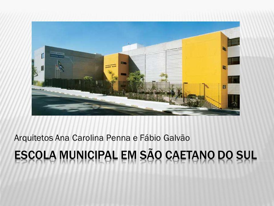 Escola Municipal de Ensino Fundamental Local : São Caetano do Sul, SP Início do projeto : 2005 Conclusão da obra : 2006 Área do terreno: 7.900 m2 Área construída: 5.500 m2 Arquitetos: Ana Carolina Penna e Fábio Galvão