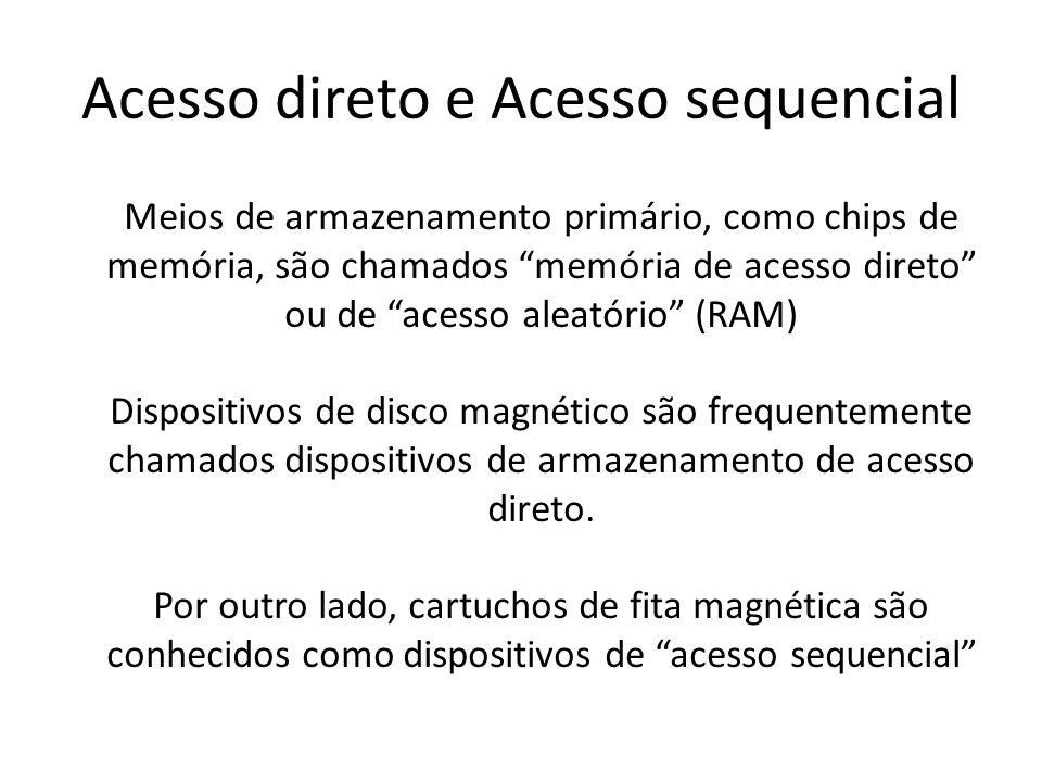 """Meios de armazenamento primário, como chips de memória, são chamados """"memória de acesso direto"""" ou de """"acesso aleatório"""" (RAM) Dispositivos de disco m"""