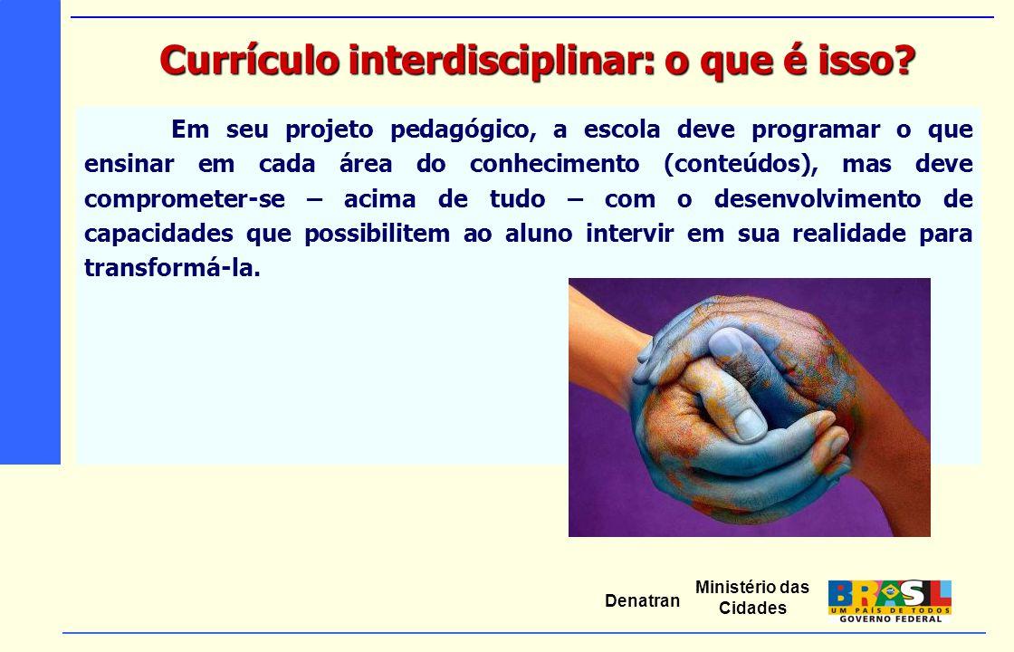 Ministério das Cidades Denatran Em seu projeto pedagógico, a escola deve programar o que ensinar em cada área do conhecimento (conteúdos), mas deve co