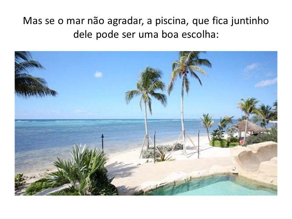 Mas se o mar não agradar, a piscina, que fica juntinho dele pode ser uma boa escolha:
