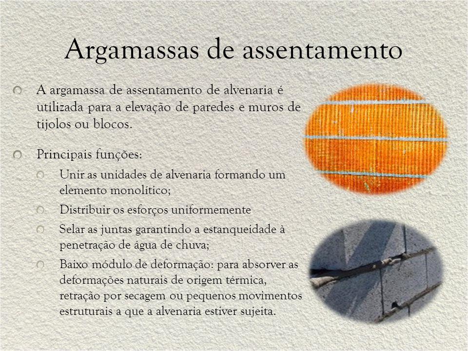 Argamassas colantes As argamassas colantes são produtos formulados para a aplicação em camadas finas, e suas espessuras de aplicação, mínima e máxima, estão entre 3 mm e 5 mm.