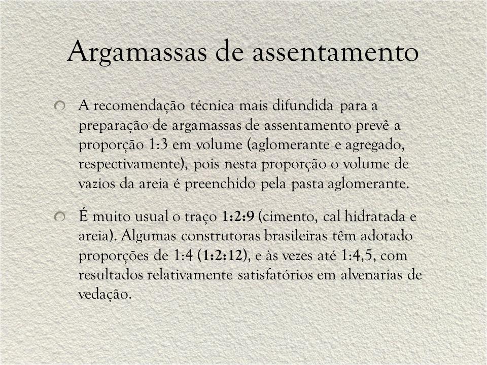 A recomendação técnica mais difundida para a preparação de argamassas de assentamento prevê a proporção 1:3 em volume (aglomerante e agregado, respect