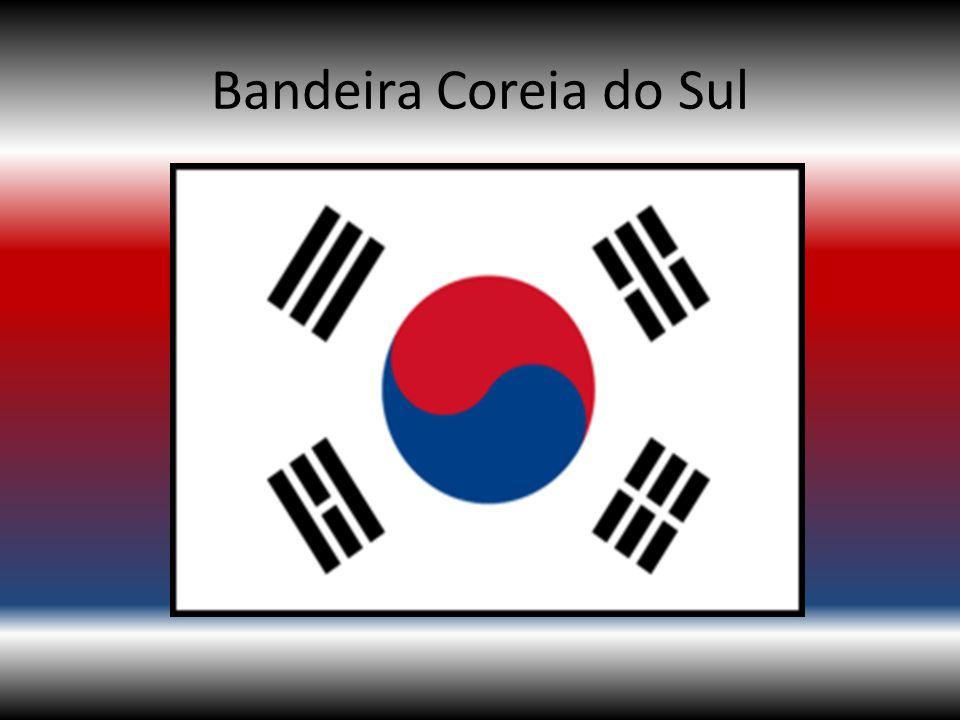 A Bandeira da Coréia do Sul apresenta no seu centro um círculo dividido em vermelho vivo (em cima) e azul (em baixo) num campo em branco.