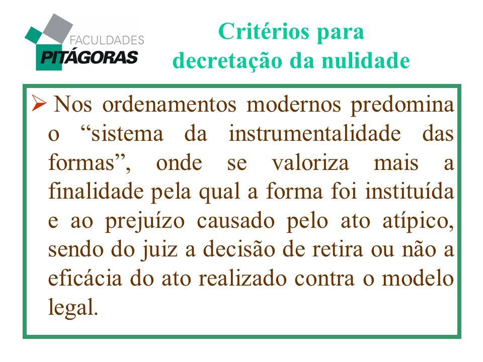 """Critérios para decretação da nulidade  Nos ordenamentos modernos predomina o """"sistema da instrumentalidade das formas"""", onde se valoriza mais a final"""