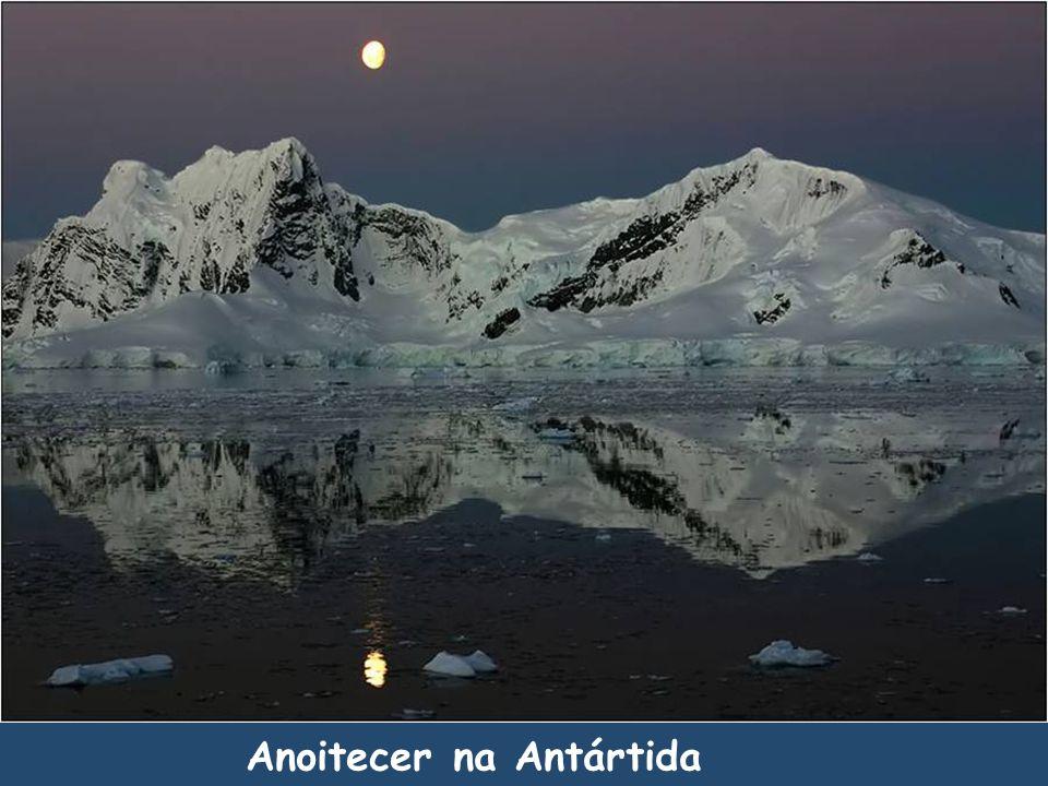 Anoitecer na Antártida