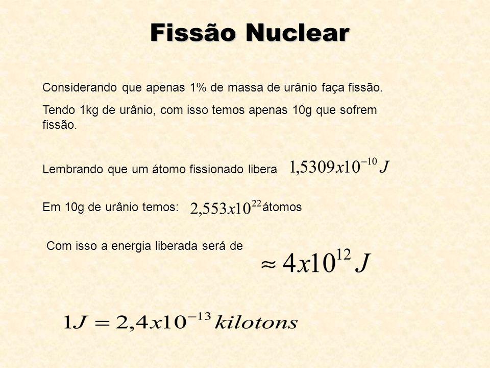 Considerando que apenas 1% de massa de urânio faça fissão. Tendo 1kg de urânio, com isso temos apenas 10g que sofrem fissão. Lembrando que um átomo fi
