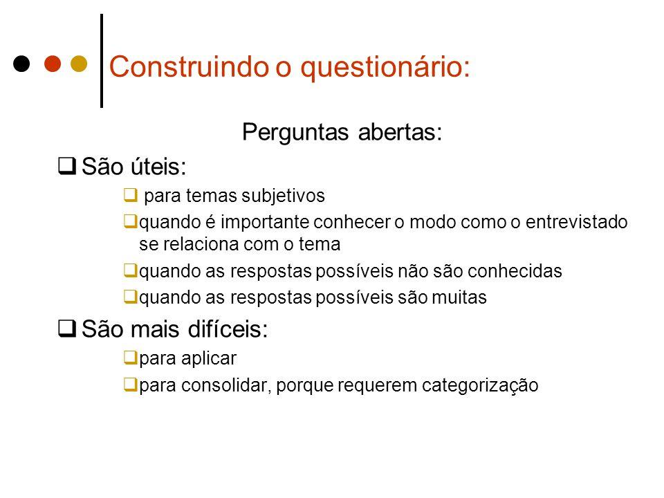 Construindo o questionário: Perguntas abertas:  São úteis:  para temas subjetivos  quando é importante conhecer o modo como o entrevistado se relac