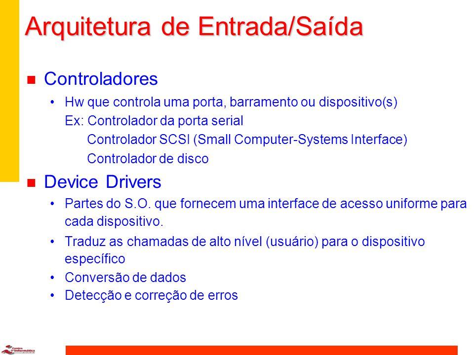 Arquitetura de Entrada/Saída n Controladores Hw que controla uma porta, barramento ou dispositivo(s) Ex: Controlador da porta serial Controlador SCSI (Small Computer-Systems Interface) Controlador de disco n Device Drivers Partes do S.O.