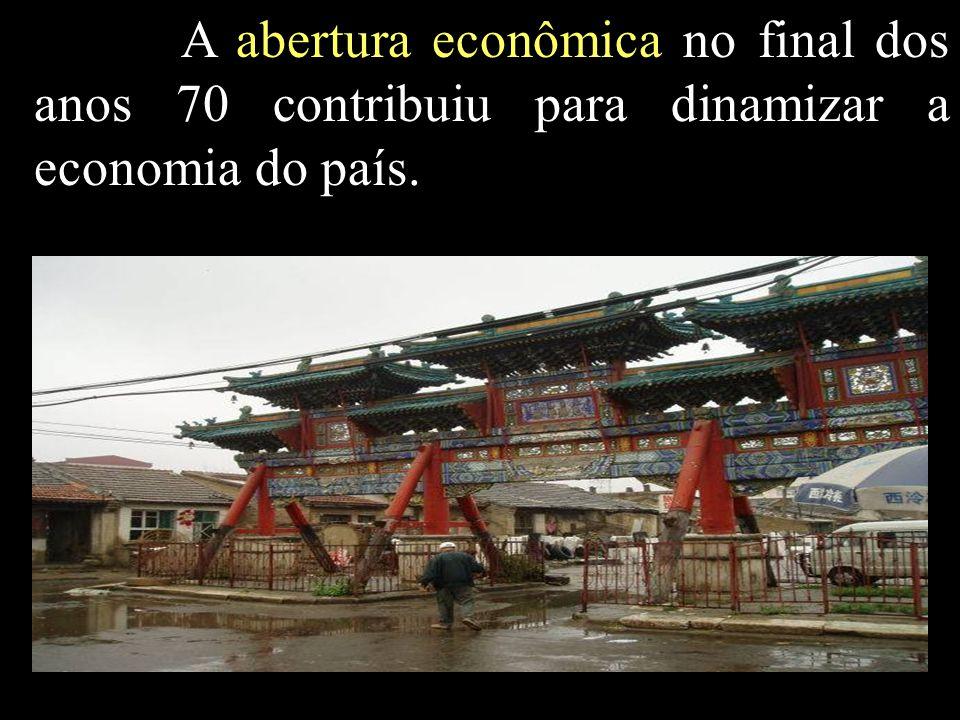 A abertura econômica no final dos anos 70 contribuiu para dinamizar a economia do país.