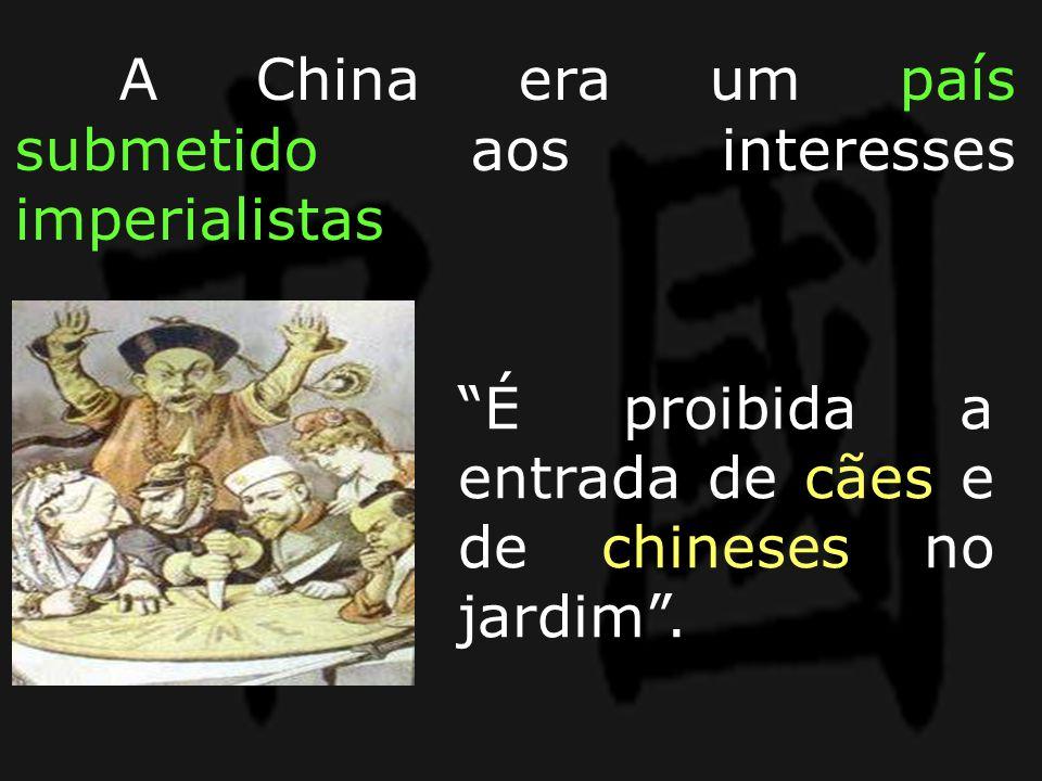 """""""É proibida a entrada de cães e de chineses no jardim"""". A China era um país submetido aos interesses imperialistas"""