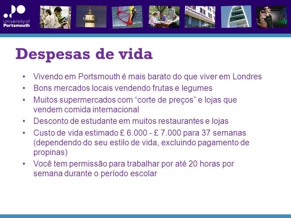 Despesas de vida Vivendo em Portsmouth é mais barato do que viver em Londres Bons mercados locais vendendo frutas e legumes Muitos supermercados com corte de preços e lojas que vendem comida internacional Desconto de estudante em muitos restaurantes e lojas Custo de vida estimado £ 6.000 - £ 7.000 para 37 semanas (dependendo do seu estilo de vida, excluindo pagamento de propinas) Você tem permissão para trabalhar por até 20 horas por semana durante o período escolar