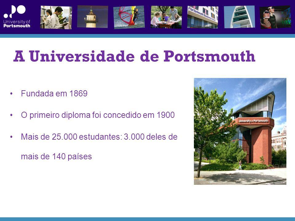 A Universidade de Portsmouth Fundada em 1869 O primeiro diploma foi concedido em 1900 Mais de 25.000 estudantes: 3.000 deles de mais de 140 países
