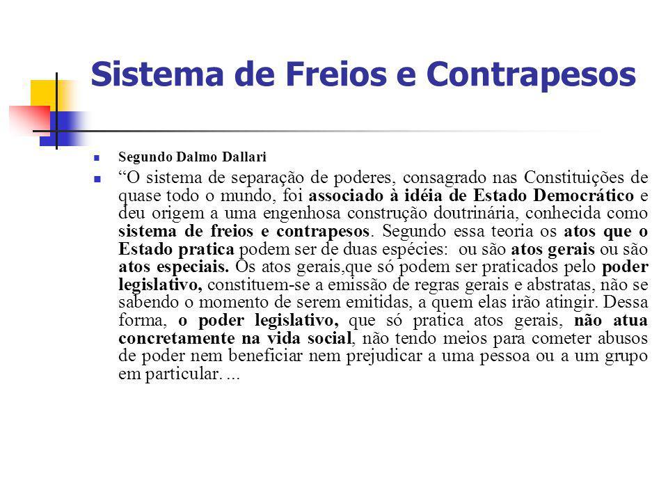 """Sistema de Freios e Contrapesos Segundo Dalmo Dallari """"O sistema de separação de poderes, consagrado nas Constituições de quase todo o mundo, foi asso"""