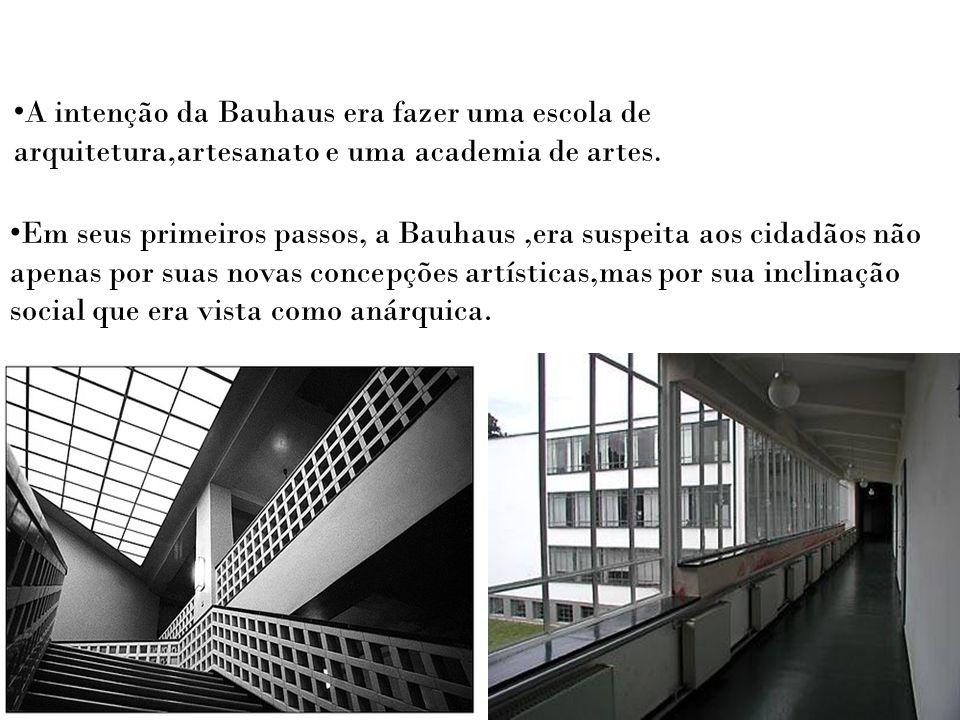 A intenção da Bauhaus era fazer uma escola de arquitetura,artesanato e uma academia de artes. Em seus primeiros passos, a Bauhaus,era suspeita aos cid