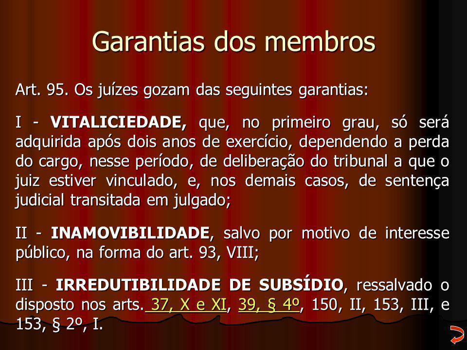 Garantias dos membros Art. 95. Os juízes gozam das seguintes garantias: I - VITALICIEDADE, que, no primeiro grau, só será adquirida após dois anos de