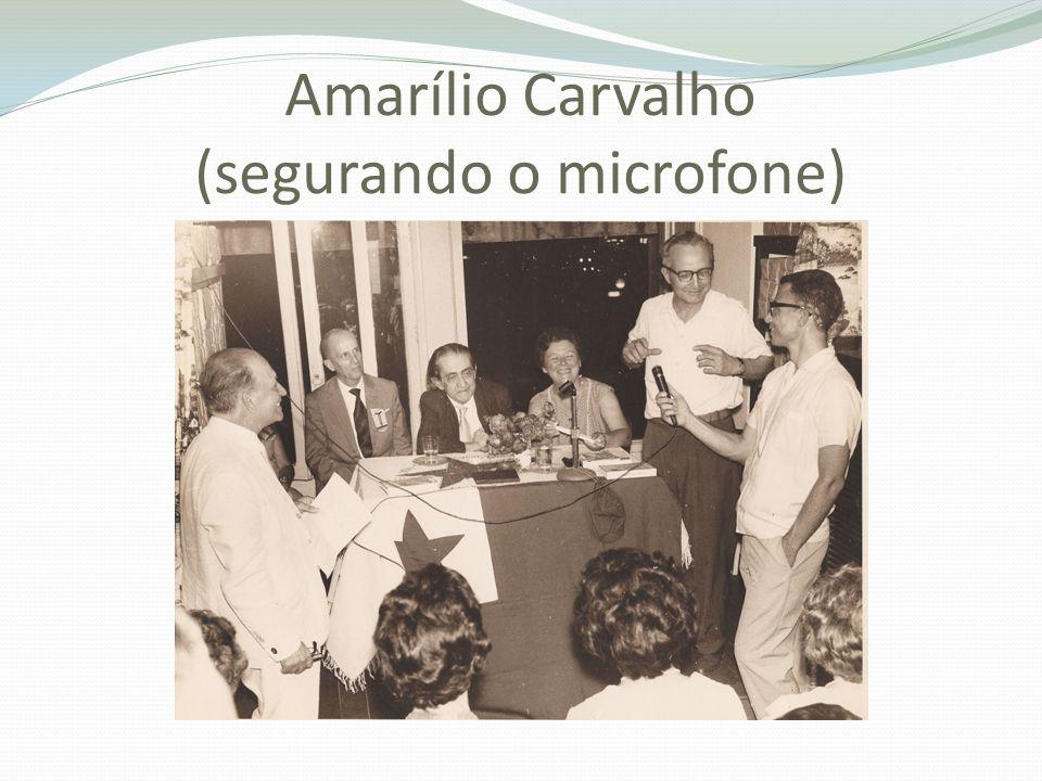 Amarílio Carvalho (segurando o microfone)