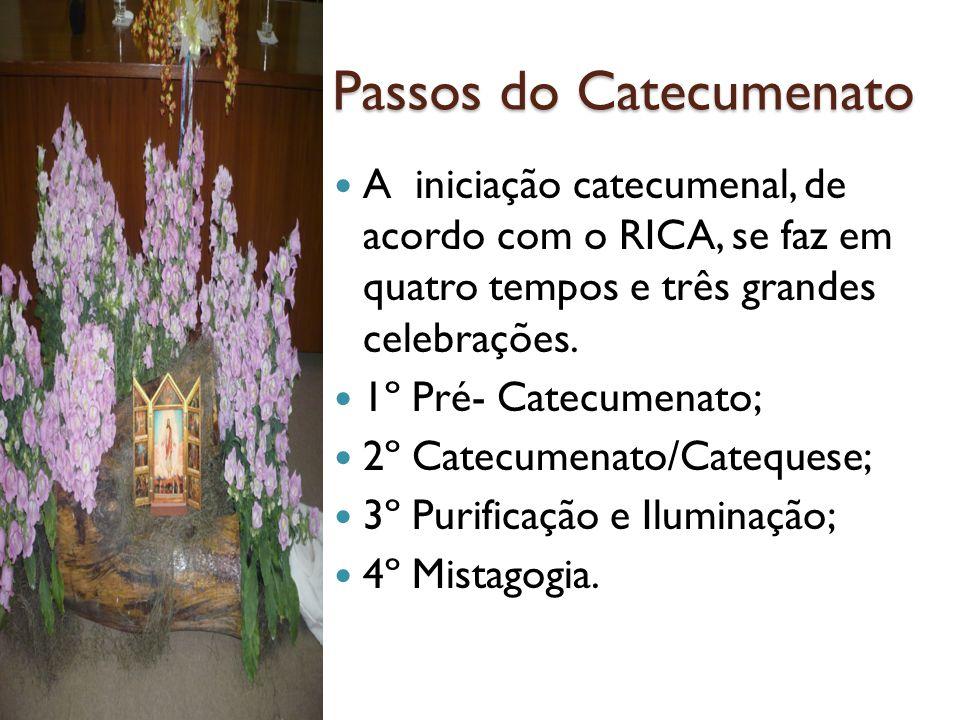 Passos do Catecumenato A iniciação catecumenal, de acordo com o RICA, se faz em quatro tempos e três grandes celebrações.