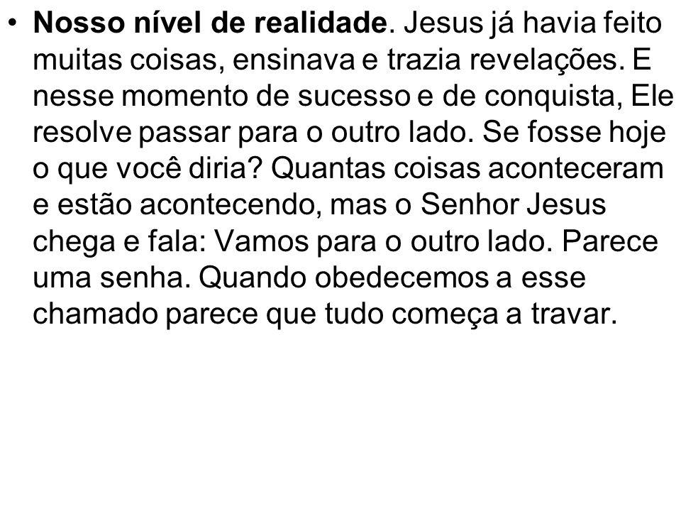 Nosso nível de realidade. Jesus já havia feito muitas coisas, ensinava e trazia revelações. E nesse momento de sucesso e de conquista, Ele resolve pas