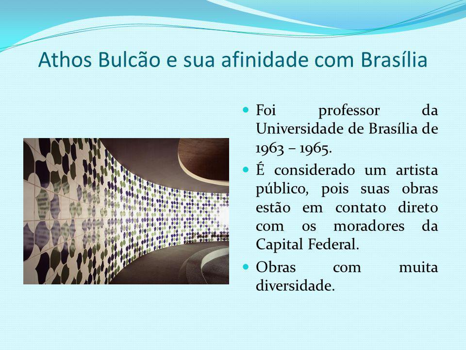 As obras de arte de Athos Bulcão Em 1958 mudou para Brasília, após convite de Oscar Niemeyer. Há praticamente 200 obras na cidade de Athos Bulcão. Est