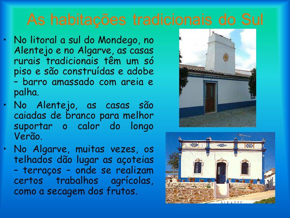As habitações tradicionais do Sul No litoral a sul do Mondego, no Alentejo e no Algarve, as casas rurais tradicionais têm um só piso e são construídas