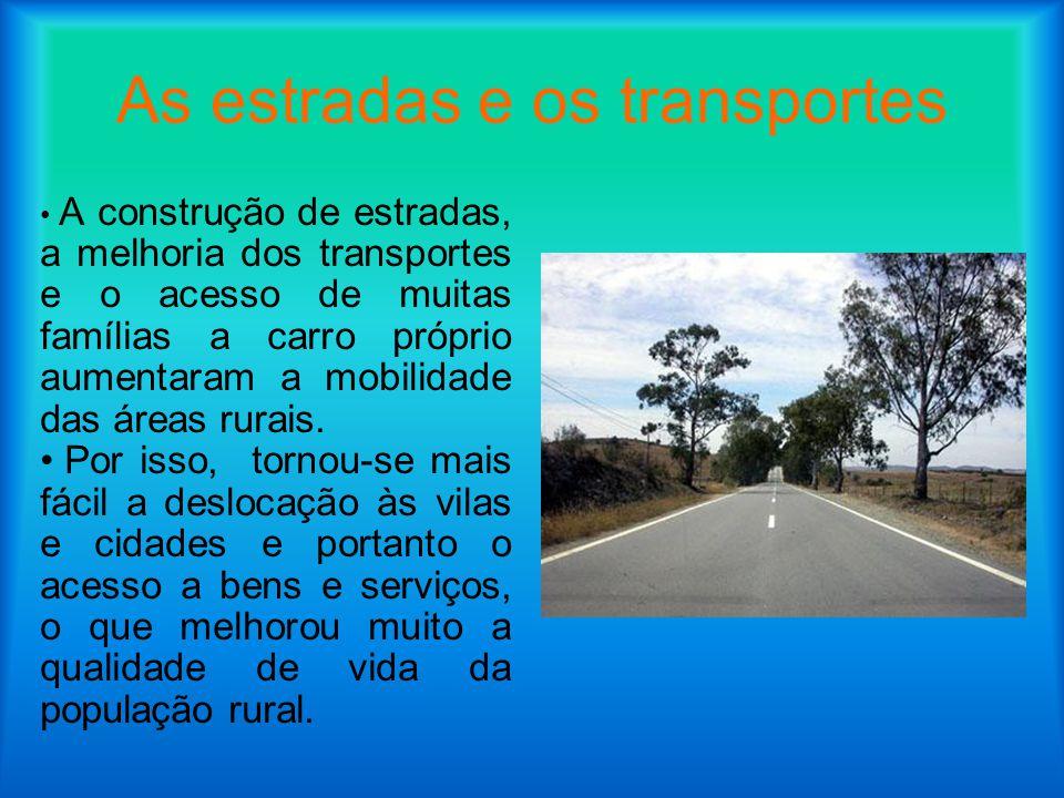 As estradas e os transportes A construção de estradas, a melhoria dos transportes e o acesso de muitas famílias a carro próprio aumentaram a mobilidad