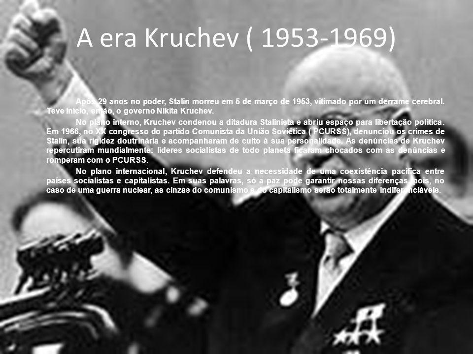 De Brejnev a Gorfatchev (1969-1991) Mais socialismo significa mais democracia, transparência e coletivismo na vida cotidiana.
