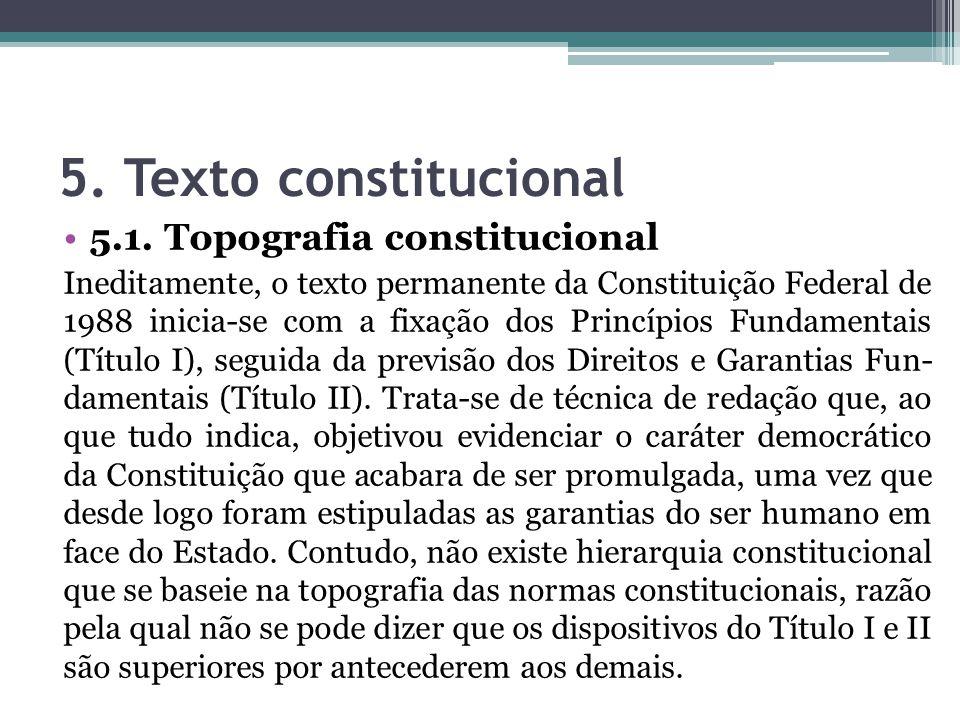 5. Texto constitucional 5.1. Topografia constitucional Ineditamente, o texto permanente da Constituição Federal de 1988 inicia-se com a fixação dos Pr