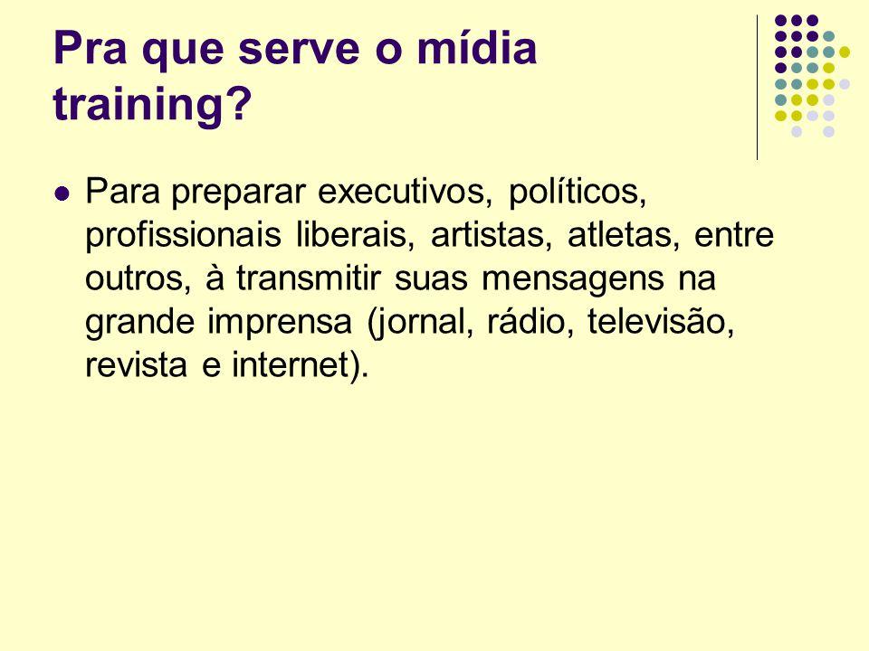 COMUNICAÇÃO - CONCEITO Palavra derivada do latim communicare, cujo significado seria tornar comum , partilhar , associar , trocar opiniões , conferenciar .