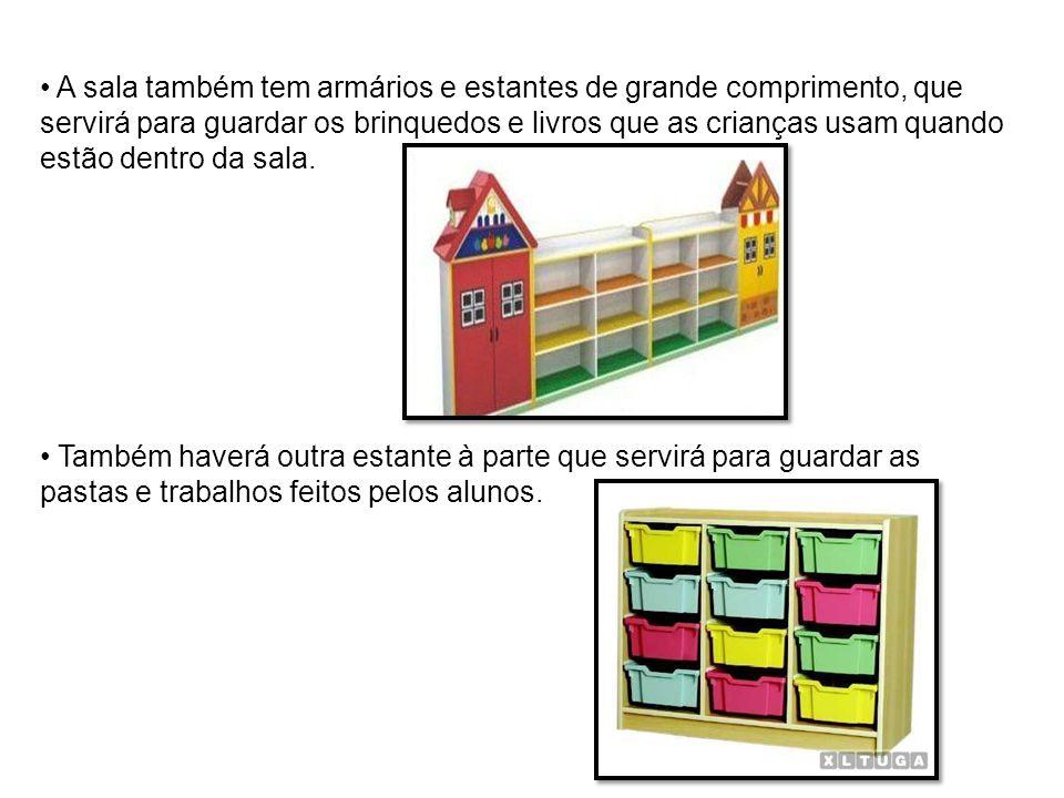 A sala também tem armários e estantes de grande comprimento, que servirá para guardar os brinquedos e livros que as crianças usam quando estão dentro