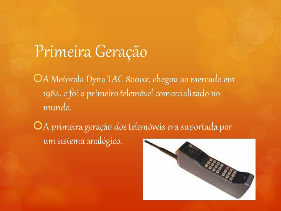 Primeira Geração  A Motorola Dyna TAC 8000x, chegou ao mercado em 1984, e foi o primeiro telemóvel comercializado no mundo.  A primeira geração dos