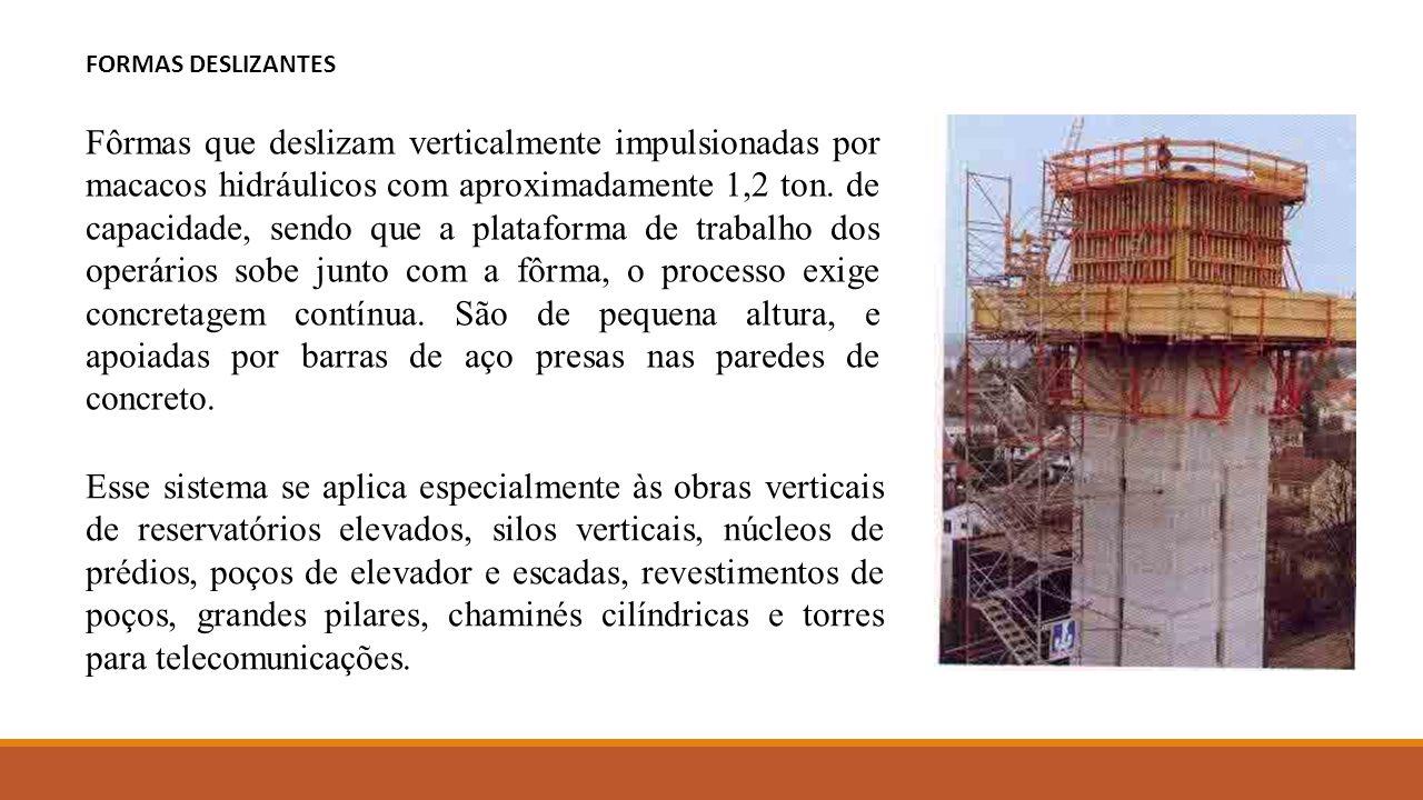 Fôrmas que deslizam verticalmente impulsionadas por macacos hidráulicos com aproximadamente 1,2 ton. de capacidade, sendo que a plataforma de trabalho