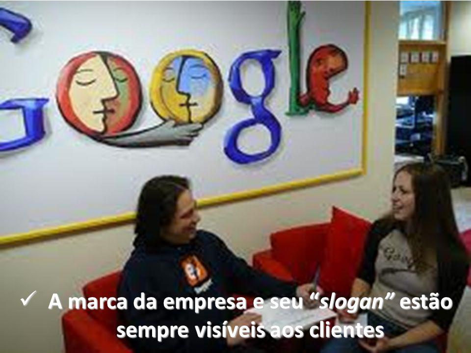 """A marca da empresa e seu """"slogan"""" estão sempre visíveis aos clientes A marca da empresa e seu """"slogan"""" estão sempre visíveis aos clientes"""
