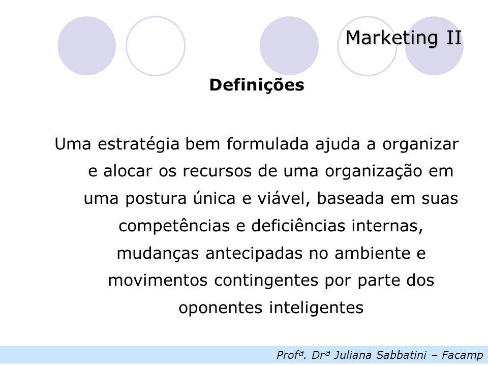 Profª. Drª Juliana Sabbatini – Facamp Marketing II Definições Uma estratégia bem formulada ajuda a organizar e alocar os recursos de uma organização e