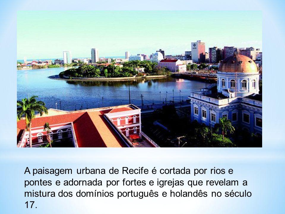 A paisagem urbana de Recife é cortada por rios e pontes e adornada por fortes e igrejas que revelam a mistura dos domínios português e holandês no séc