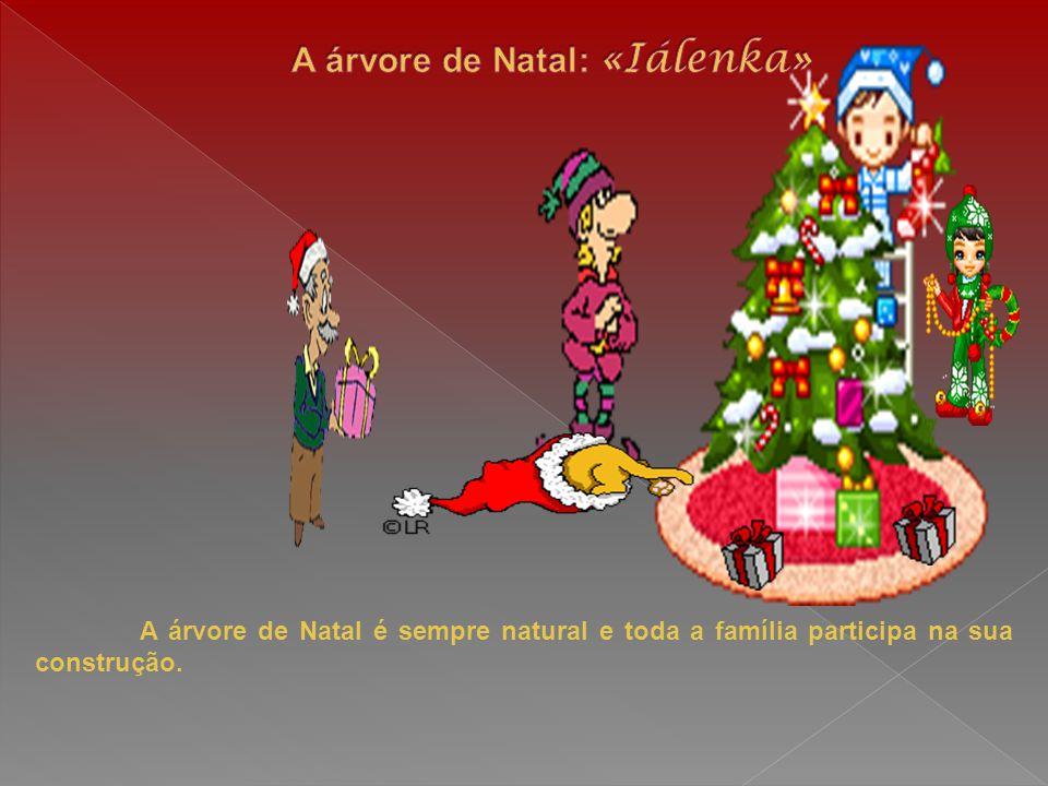 A árvore de Natal é sempre natural e toda a família participa na sua construção.
