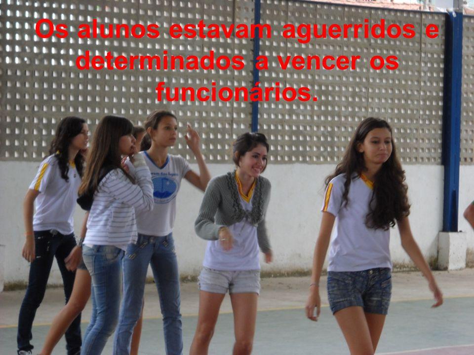 Os alunos estavam aguerridos e determinados a vencer os funcionários.