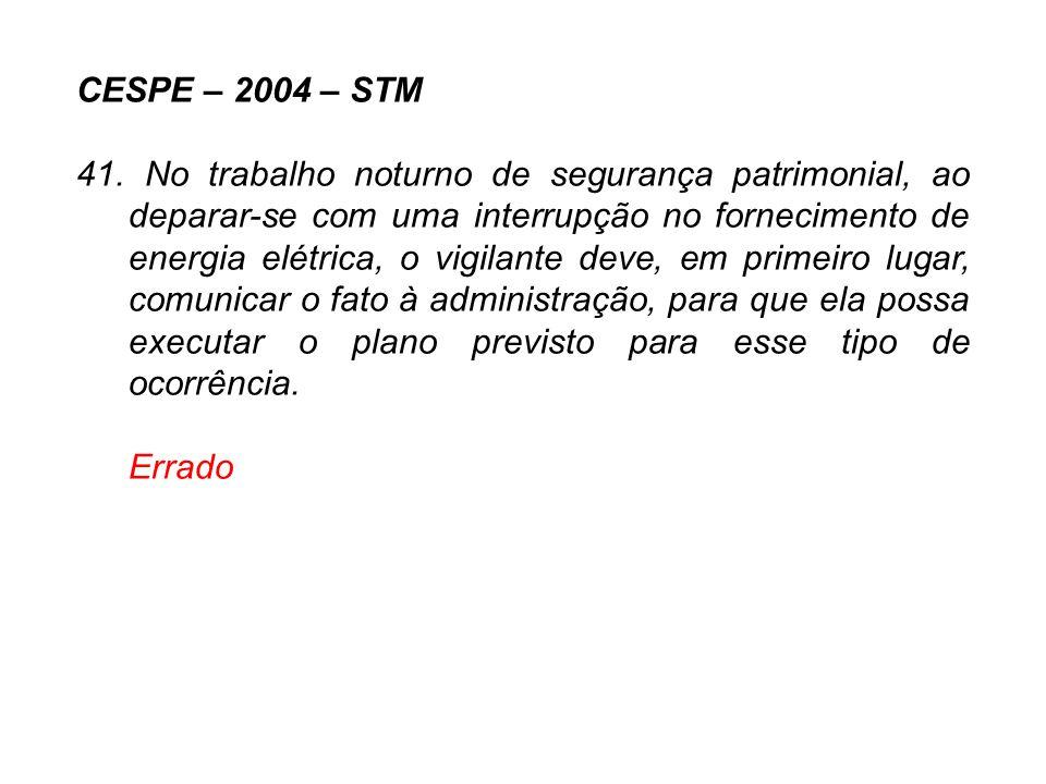 CESPE – 2004 – STM 41. No trabalho noturno de segurança patrimonial, ao deparar-se com uma interrupção no fornecimento de energia elétrica, o vigilant