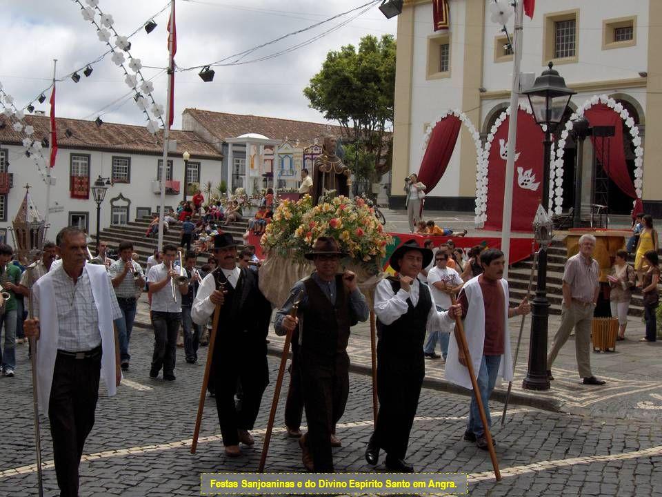 Detalhe de uma rua de Angra – Festas Sanjoaninas.