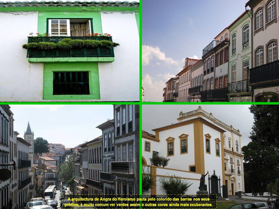 Detalhe das fachadas dos prédios de Angra.