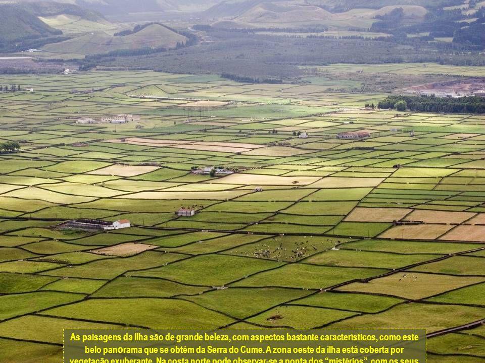 Como indica o seu nome foi a terceira ilha do Arquipélago dos Açores a ser descoberta.