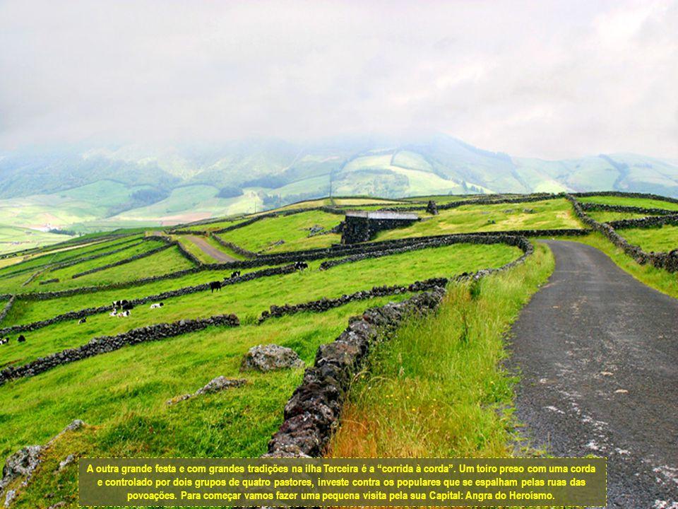 Não se pode falar da ilha Terceira sem falar da festa do Divino Espírito Santo.