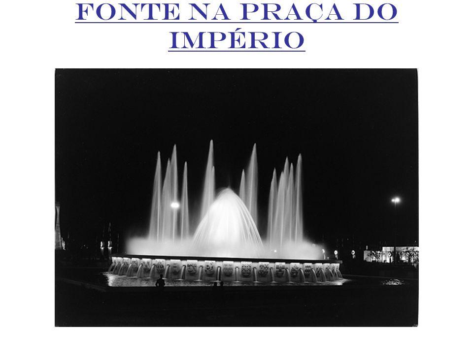 FONTE NA PRAÇA DO IMPÉRIO