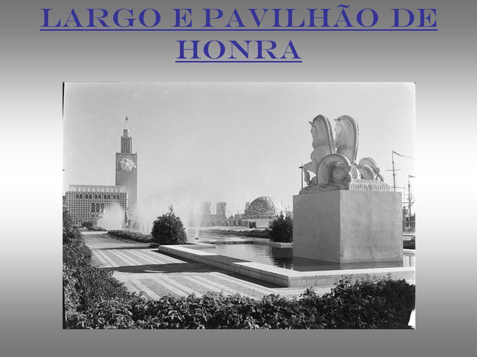 LARGO E PAVILHÃO DE HONRA